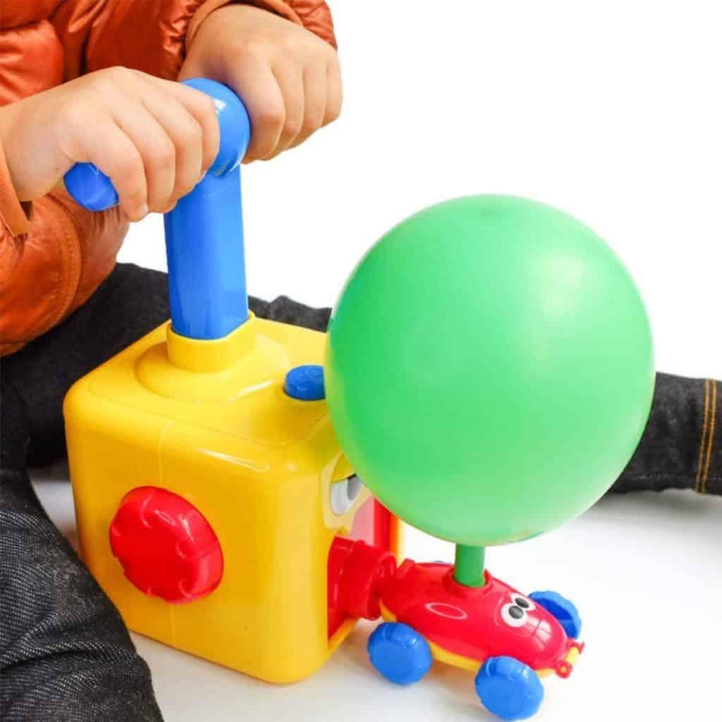 Juguete de coche de globo